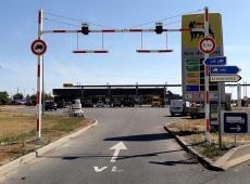 Pose d'un portique tournant avec feux solairessur l'aire de repos du Loiret (A19 - Beaune la Rolande)