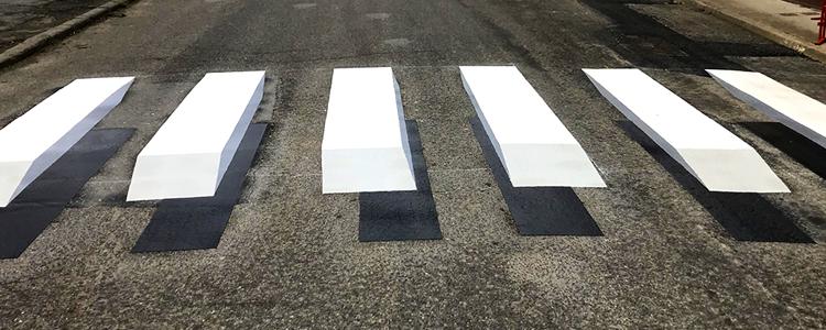 Nouvelle réalisation d'un passage piéton avec effet 3D en résine thermocollées préfabriquées pour la ville de Baugy (18).