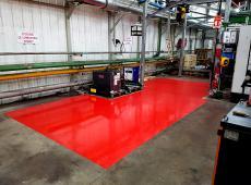 Marquage au sol en peinture rouge avec ajout d'un vernis avec au préalable